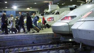 Des passagers en gare de Paris-Montparnasse, le 2 mars 2018. (MAXPPP)