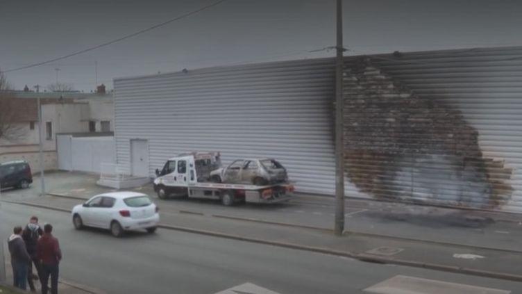 Sur les lieux des émeutes à Blois (Loir-et-Cher), mercredi 17 mars. (FRANCEINFO)