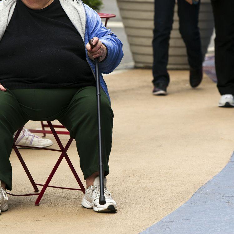 Une femme obèse assise à Times Square, à New York (Etats-Unis), le 8 mai 2012. (LUCAS JACKSON / REUTERS)