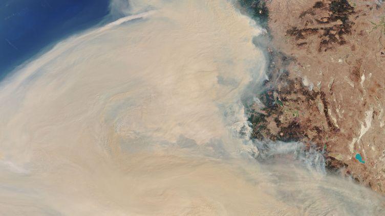 Cette image de l'ESA du 11 septembre 2020 montre les fumées des incendie de tout l'ouest des États-Unis qui se dirigent vers l'est. (ESA / SENTINEL 3)