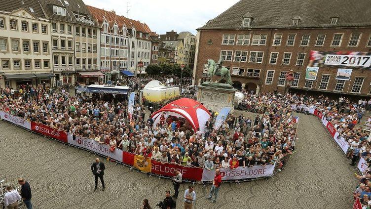 Les rues de Düsseldorf lors de la présentation officielle des équipes du Tour de France 2017. (DAVID YOUNG / DPA)
