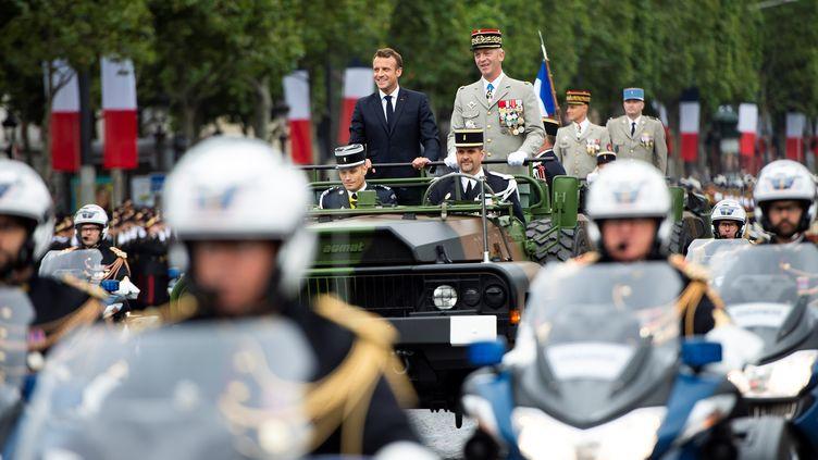 Emmanuel Macron sur les Champs-Elysées avant ledéfilé de la Fête nationaleà Paris, le 14 juillet 2019. (ELIOT BLONDET / POOL / AFP)
