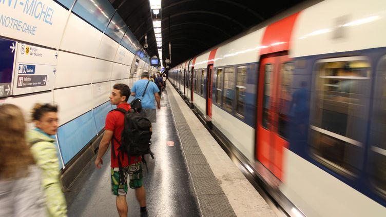 Sur le quai du RER B à la station Saint-Michel, à Paris, le 25 juillet 2015. (PAUL-MARIE GUYON / CITIZENSIDE.COM / AFP)