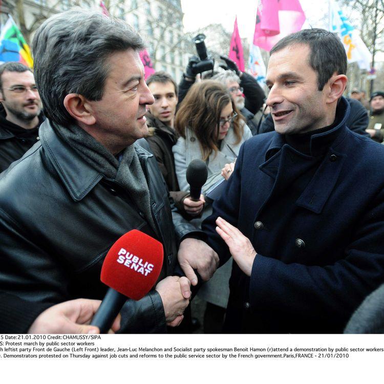 Jean-Luc Mélenchon et Benoît Hamon, le 21 janvier 2010 lors d'une manifestation à Paris. (CHAMUSSY / SIPA)