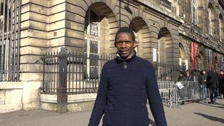 Ousmane Baldé devant le palais de justice de Paris. (FARIDA NOUAR / RADIO FRANCE)