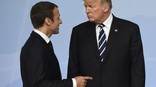 Emmanuel Macron et Donald Trump, pendant le sommet du G20, à Hambourg (Allemagne), le 7 juillet 2017. (SAUL LOEB / AFP)