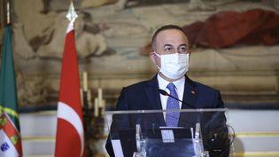 Le ministre des Affaires étrangères turc,Mevlut Cavusoglu, le 7 janvier 2021 à Lisbonne (Portugal). (FATIH AKTAS / ANADOLU AGENCY / AFP)