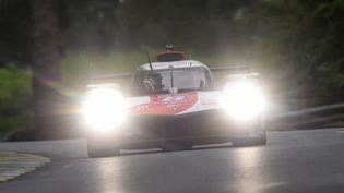 La Toyota TS050 Hybrid de Sébastien Buemi lors de la 89e édition des 24h du Mans. (JEAN-FRANCOIS MONIER / AFP)