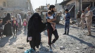 Juin 2017 à Mossoul, en Irak, l'armée irakienne surveillela fuite de la population (LAURENCE GEAI / SIPA)