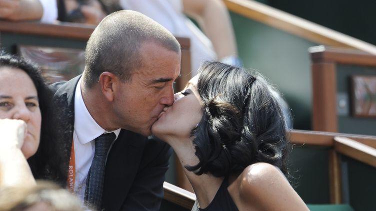 Arnaud Lagardère et Jade Foret assistent au tournoi de Roland-Garros, mardi 29 mai 2012. (CHRISTOPHE MORIN / MAXPPP)