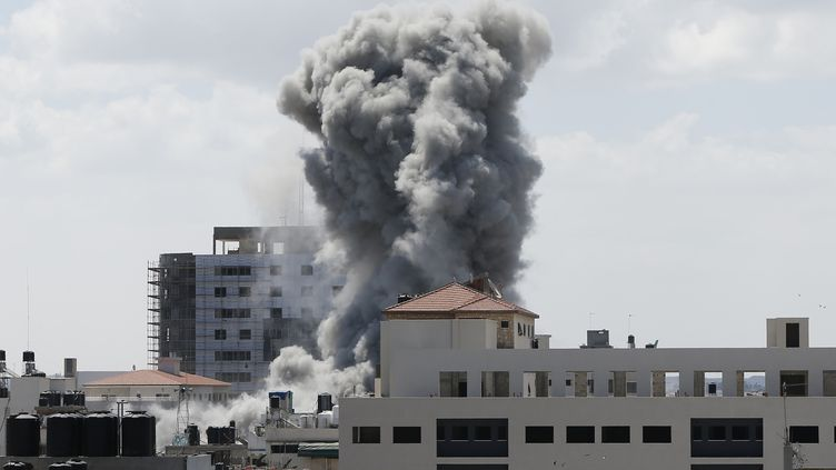 Une attaque israélienne dans la bande de Gaza, vendredi 18 juillet 2014. (SUHAIB SALEM / REUTERS)