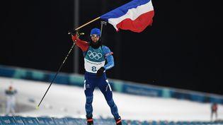 Martin Fourcaderemporte la poursuite des Jeux olympiques de Pyeongchang (Corée du Sud), le 12 février 2018. (FRANCK FIFE / AFP)