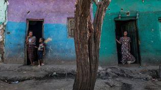 Des maisons endommagées par les bombardements.Mehoni, 11 décembre 2020. (© Eduardo Soteras / AFP)
