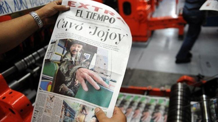 Un journal colombien annonce la mort du chef militaire des Farc, Jorge Briceno, alias Mono Jojoy, le 23 septembre 2010. (AFP/Raul ARBOLEDA)