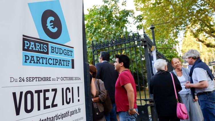 Une réunion autour du premuer budget participatif de Paris, en 2014. (BRUNO LEVESQUE / MAXPPP)