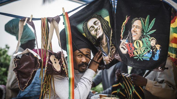 Les fans de Rastafarian Reggae au Bob Marley Earthday Festival et du Rasta Fair à South Beach à Durban, le 3 février 2018. (RAJESH JANTILAL / AFP)