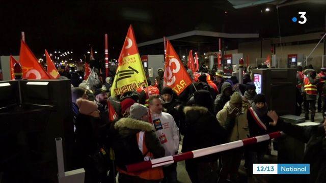 """Manifestations : la CGT et les """"gilets jaunes"""" défilent ensemble"""