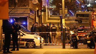 Des policiers après un attentat perpétré à Saint-Denis au Stade de France, le 13 novembre 2015. (MAXPPP)