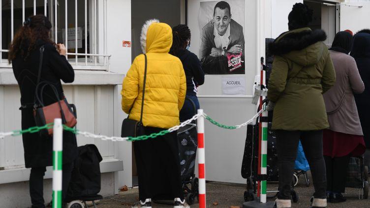 Une distribution des Restos du coeur à Angers en novembre 2020. (JOSSELIN CLAIR / MAXPPP)