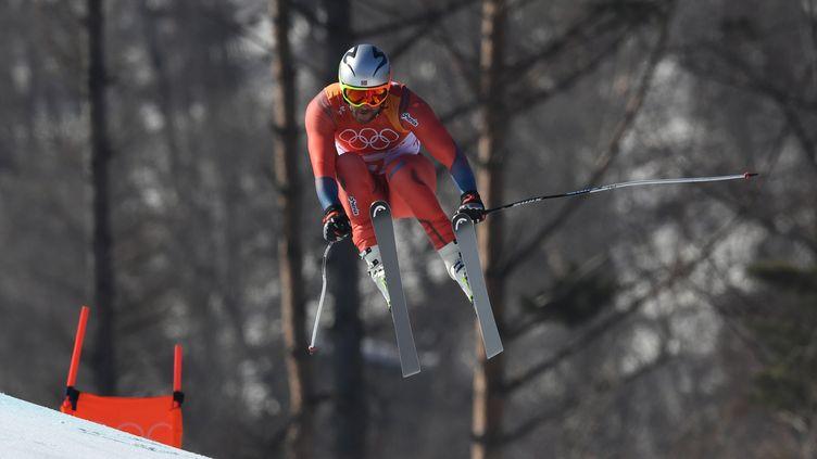 Le saut d'Aksel Lund Svindal (DIMITAR DILKOFF / AFP)