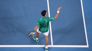 Le tennisman Novak Djokovic après sa victoire face à Dominic Thiem en finale de l'Open d'Australie, à Melbourne, le 2 février 2020. (DAVID GRAY / AFP)