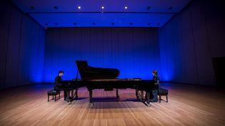 Le duo de pianistes Arthur Ancelle et Ludmila Berlinskaia. (IRA POLYARNAYA)