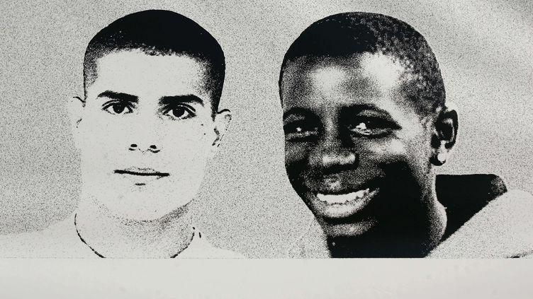 Zyed Benna (G), 17 ans, et Bouna Traoré (D), 15 ans, sont morts électrocutés le 27 octobre 2005dans un transformateur EDF à Clichy-sous-Bois (Seine-Saint-Denis). (OLIVIER LABAN-MATTEI / AFP)