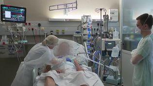 Covid-19 : l'hôpital de Tourcoing toujours sous forte tension (France 3)