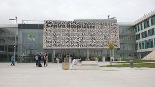 L'entrée du Centre hospitalier de Carcassonne (Aude), mercredi 17 octobre 2018. (CLEMENT PARROT / FRANCEINFO)