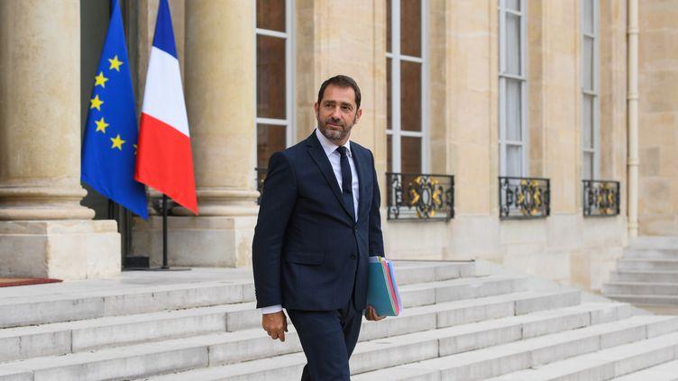 Le porte-parole du gouvernement, Christophe Castaner, quitte l'Elysée à Paris, le 27 septembre 2017. (CHRISTOPHE ARCHAMBAULT / AFP)