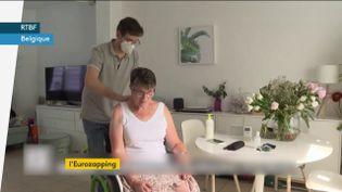 Un infirmier belge au travail (FRANCEINFO)