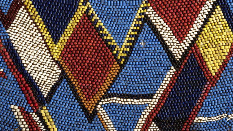 Les perles en pâte de verre (et en plastique) sont une composante essentielle des traditions artistiques africaines. (MUSEE DES CONFLUENCES LYON)