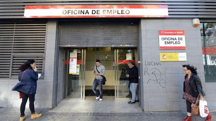 Une agence pour l'emploi à Madrid (Espagne), le 5 novembre 2013. (GERARD JULIEN / AFP)