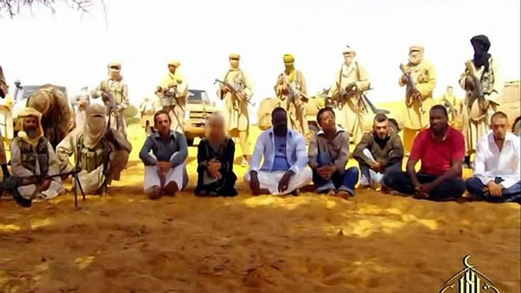 Les otages d'Aqmi au Mali, cinq Français, un Togolais et un Malgache (septembre 2010) (AFP / Al-Andalus)