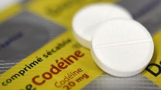 Des médicaments contenant de la codéine, dans une pharmacie de Quimper (Finistère), le 18 juillet 2017. (FRED TANNEAU / AFP)