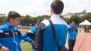 Des jeunes footballeurs ont été conviés à l'Élysée pour célébrer la victoire des Bleus. (FRANCE 3)