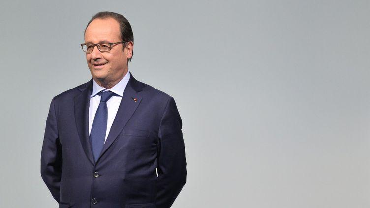 (François Hollande, lundi 30 novembre, lors de l'accueil des officiels à la COP21 © Maxppp)
