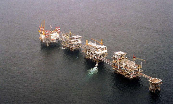 Plateforme pétrolière au large des côtes du Cabinda, province pétrolière u nord de l'Angola. (BRUCE STANLEY/AP/SIPA / AP)