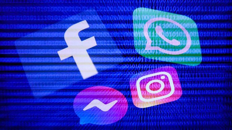 Les logos des réseaux sociaux du groupe Facebook, le4 octobre 2021. (JAKUB PORZYCKI / NURPHOTO / AFP)