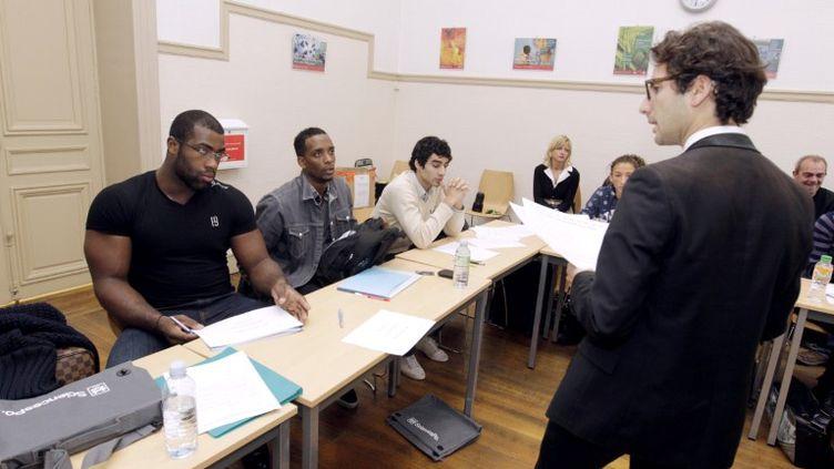 Teddy Riner, quintuple champion du monde de judo, suit à Sciences Po une formation destinée aux sportifs de haut niveau, le 18 octobre 2011 à Paris. (THOMAS SAMSON / AFP)