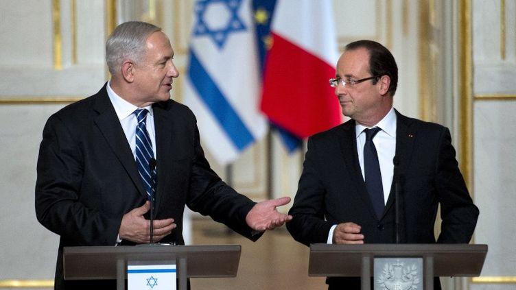 Le Premier ministre israélien, Benyamin Netanyahu,en visite en France mercredi 31 octobre et jeudi 1er novembre 2012, rencontre le président français. C'est sa première visite depuis l'élection de François Hollande. (MARTIN BUREAU / AFP)