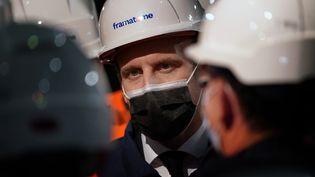 Le président de la République Emmanuel Macron, lors de son déplacement au Creusot, mardi 8 décembre. (LAURENT CIPRIANI / AP/ AFP)