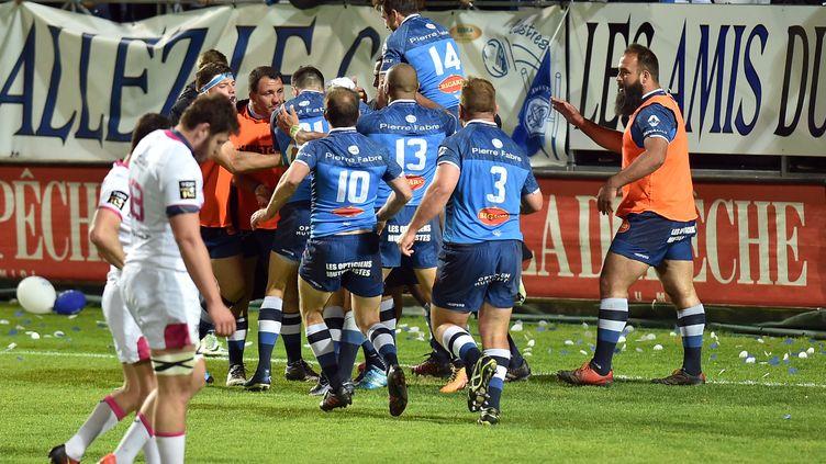 La joie des Castrais, vainqueurs du Stade Français lors du match reporté (REMY GABALDA / AFP)