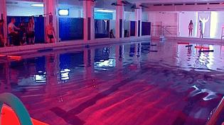 """Ambiance chlorée inquiétante, """"Aquabike"""", le second court-métrage de Jean-Baptiste Saurel en tournage à la piscine de Villeurbanne  (France 3 / Culturebox)"""