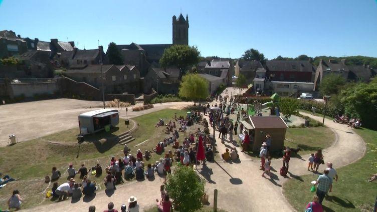 Tous les mardis de l'été, un concert est organisé au square de la Fontaine (France 3 Bretagne)