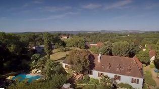 Une belle maison de maître avec piscine et grand jardin au cœur du Périgord est accessible pour la modique somme de 13 €. Les propriétaires proposent en effet un jeu. (FRANCE 2)