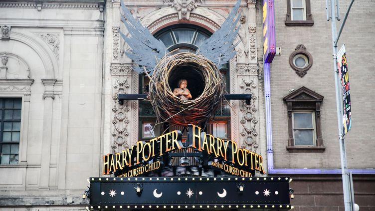 La façade du célèbre théâtre de Broadway, à l'occasion de la première représentation d'Harry Potter et l'enfant maudit. (WILLIAM VOLCOV / BRAZIL PHOTO PRESS)