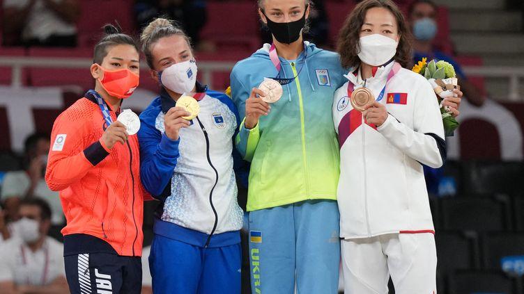 Le podium de judo des femmes dans la catégorie des -48kg, le 24 juillet 2021 à Tokyo (Japon). (ATSUSHI TAKETAZU / YOMIURI / AFP)