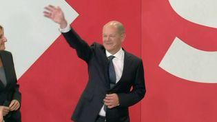 Élections en Allemagne : deux candidats au coude à coude, l'Élysée observe de près le scrutin (France 2)