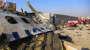 Le vol PS-752 de la compagnie Ukraine International Airlines reliant Téhéran à Kiev a été abattu le 8 janvier par deux missiles.  (IRANIAN RED CRESCENT SOCIETY/AFP)